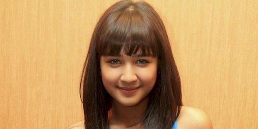Foto Cantik Mikha Tambayong dengan rambut pirang