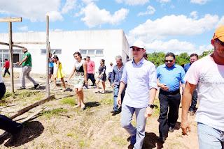 Referindo-se à UEA, governador David Almeida diz que o pior já passou