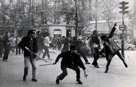 Y volverán las revoluciones y ellos se extrañaran.Volverán y ellos se excusarán. Demasiado tarde.