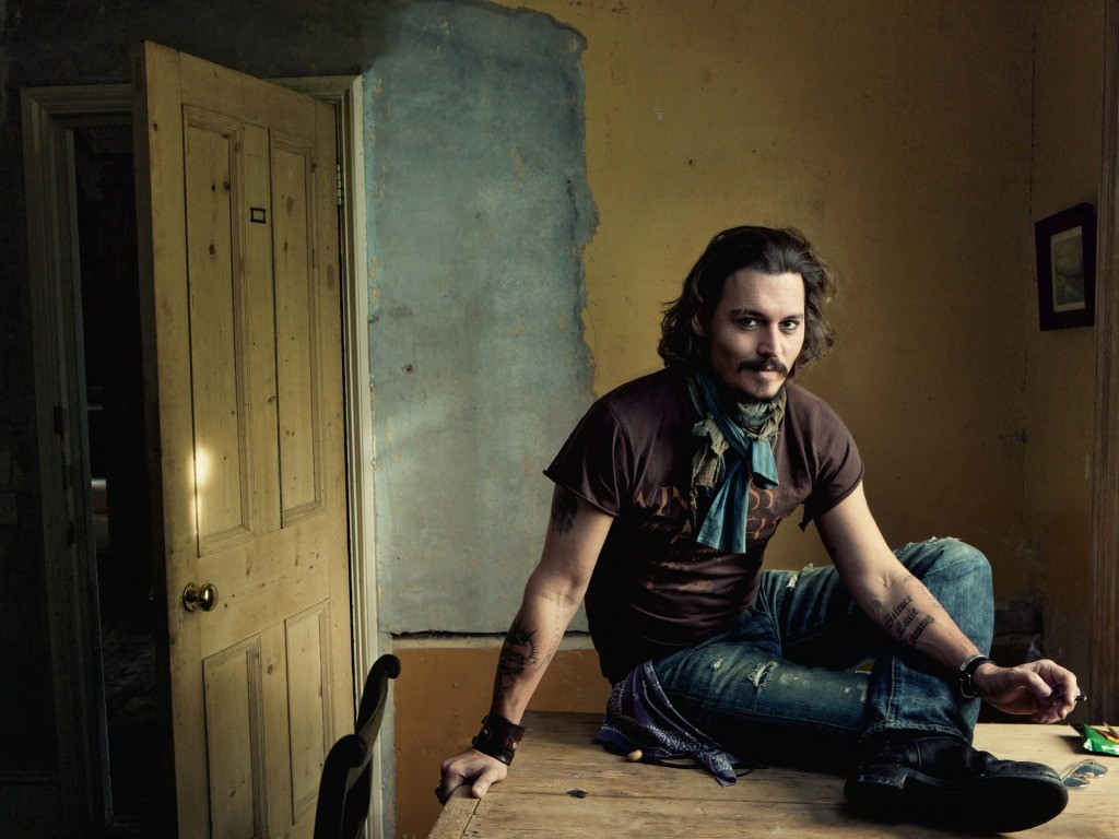 http://4.bp.blogspot.com/-Ls_xLG0_K00/Tc-aaXhFpLI/AAAAAAAAAB0/g6zm5OS3AdI/s1600/celebrities-wallpapers-desktop-007-johnny-depp.jpg