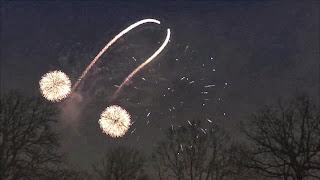 Mensagem subliminar em fogo de artificio (video)