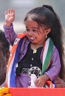 صورة لأقصر فتاة في العالم
