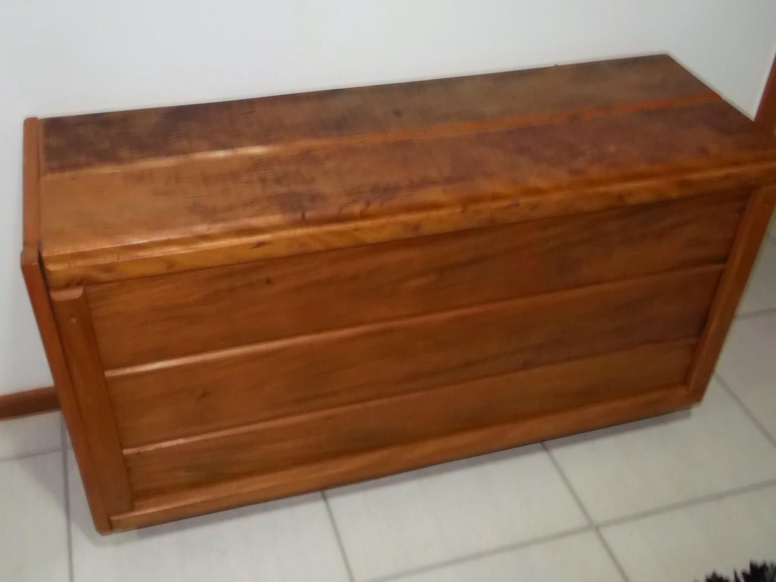 Bau em  madeira de demolição.