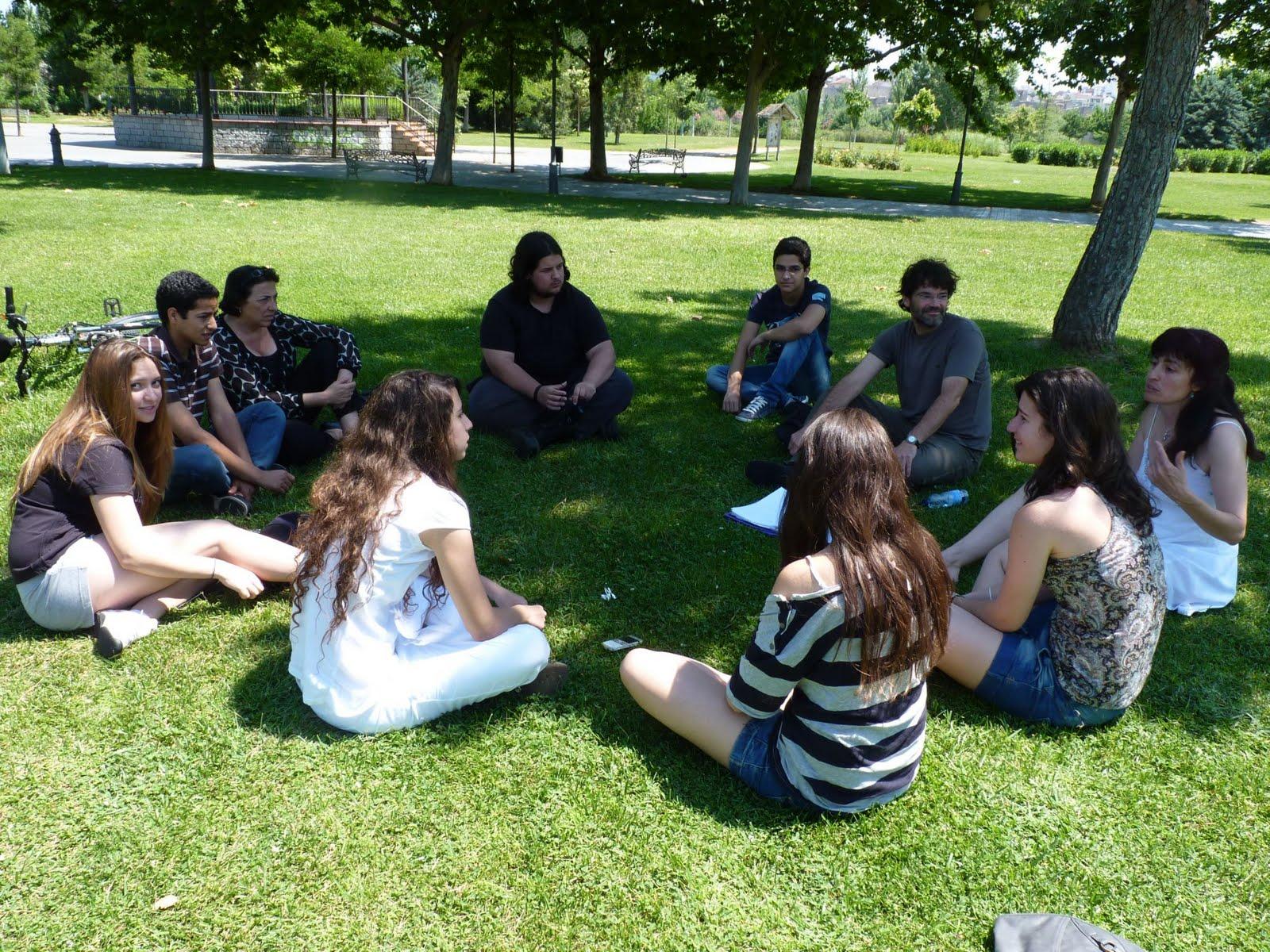 Resultado de imagen para reunion en el parque