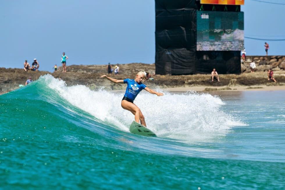 40 Roxy Pro Gold Coast 2015 Tatiana Weston Webb Foto WSL Kelly Cestari
