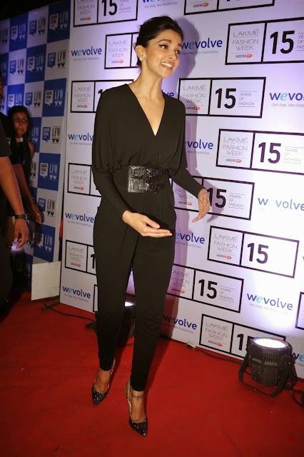 Deepika Padukone Looks Super Sexy In Black Dress