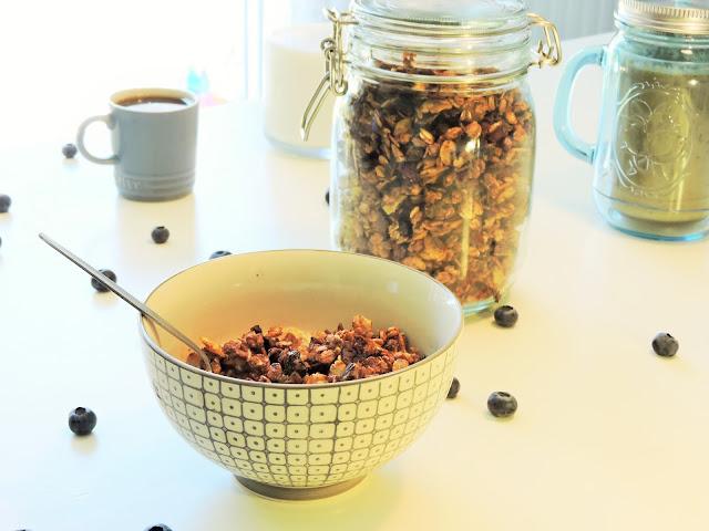 Granola aux éclats de chocolat noir, cranberries et noix de pécan