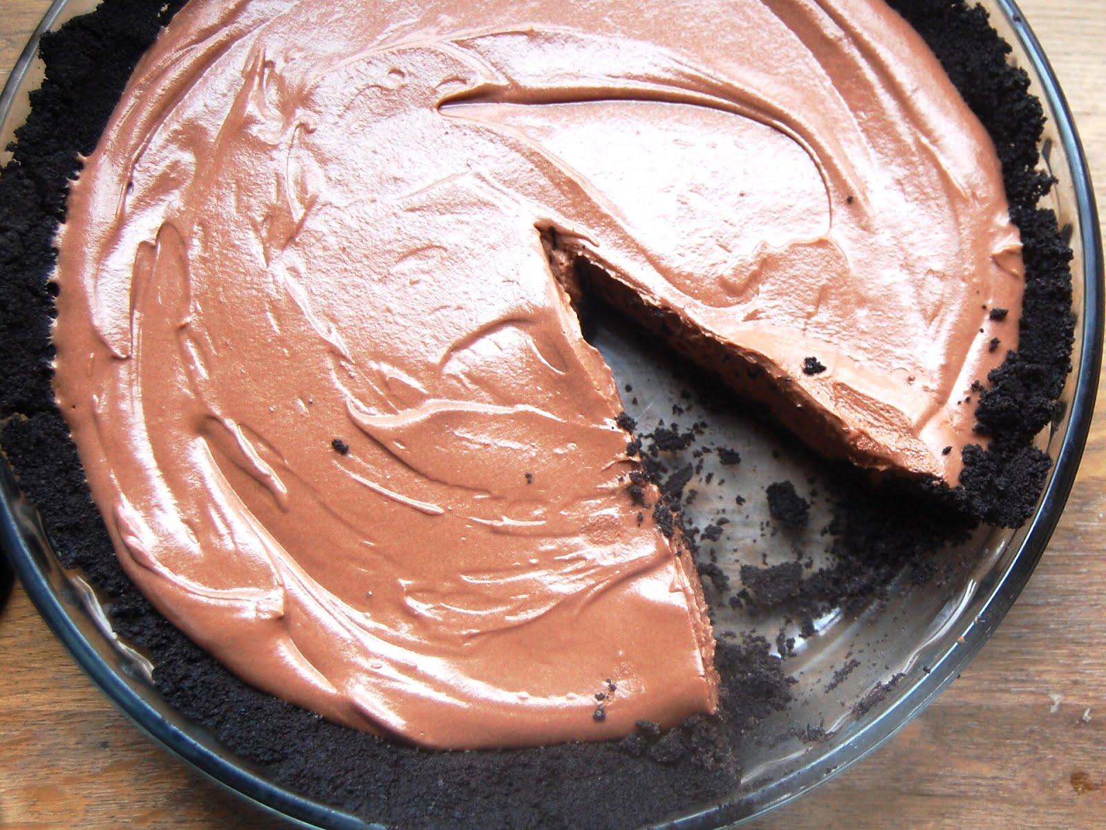 Cassie Craves: No-Bake Nutella Cheesecake Pie for World Nutella Day