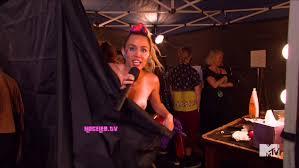 Un escape de pezón!. Otra vez Miley Cirus ahora en los premios MTV mostró