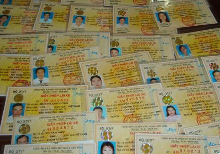 Thủ tục xin cấp lại giấy phép lái xe bị mất - Hư hỏng