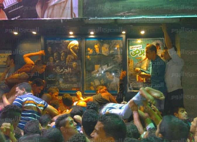 مصر: شاهد ماذا حصل بدور السينما بوسط البلد فى أولى ليالى العيد