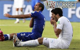 Liputan Bola - Di tengah skandal korupsi yang melibatkan sejumlah pejabat FIFA, Persatuan Pesepak Bola Uruguay (MUFP) berharap FIFA bisa mencabut sanksi terhadap larangan bermain Luis Suarez.