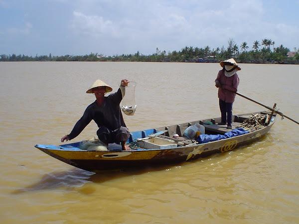 Pescadores en Hoi An, Vietnam