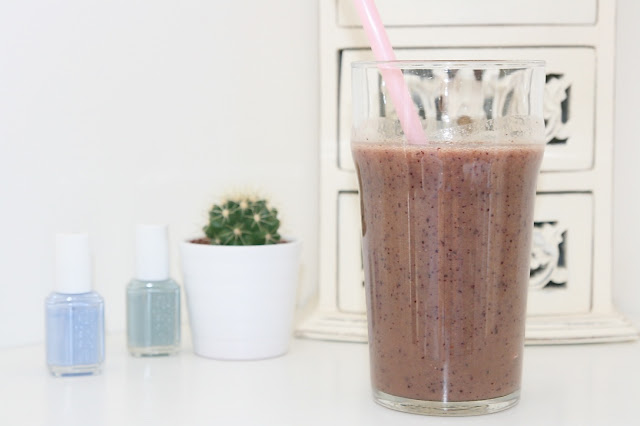 Katherine Penney Chic blogger fruit smoothie nutibullet healthy health yummy summer love