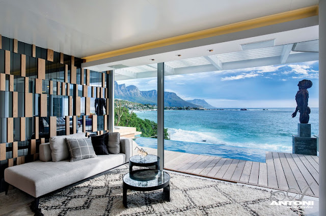 Picture of the ocean as seen from the bar room