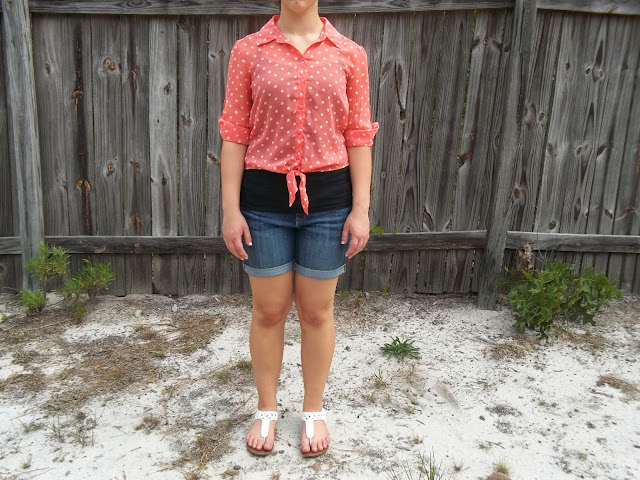 Capsule Wardrobe Outfit #5: Polka Dot Crop Top. Peach polka dot crop top, boyfriend jean shorts, black tank, white sandals. #BowsandClothes #outfit #croptop #capsulewardrobe