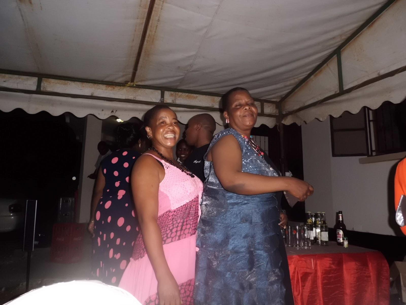 mama lulu na mama Kanumba wakicheza