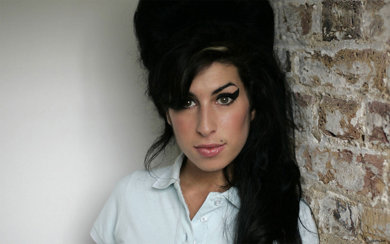 http://4.bp.blogspot.com/-LvQ5VOuNbNc/Te5DizkUgmI/AAAAAAAADEE/8PxrJc_XRyM/s1600/Amy+Winehouse.jpg