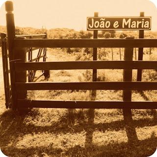 Porteira da Fazenda João e Maria, em Aceguá, Rio Grande do Sul.