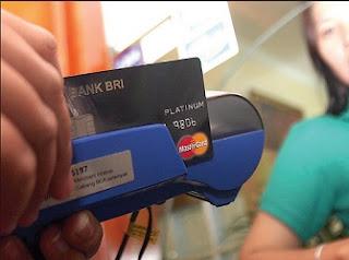 Waspada Pembobol Kartu Kredit