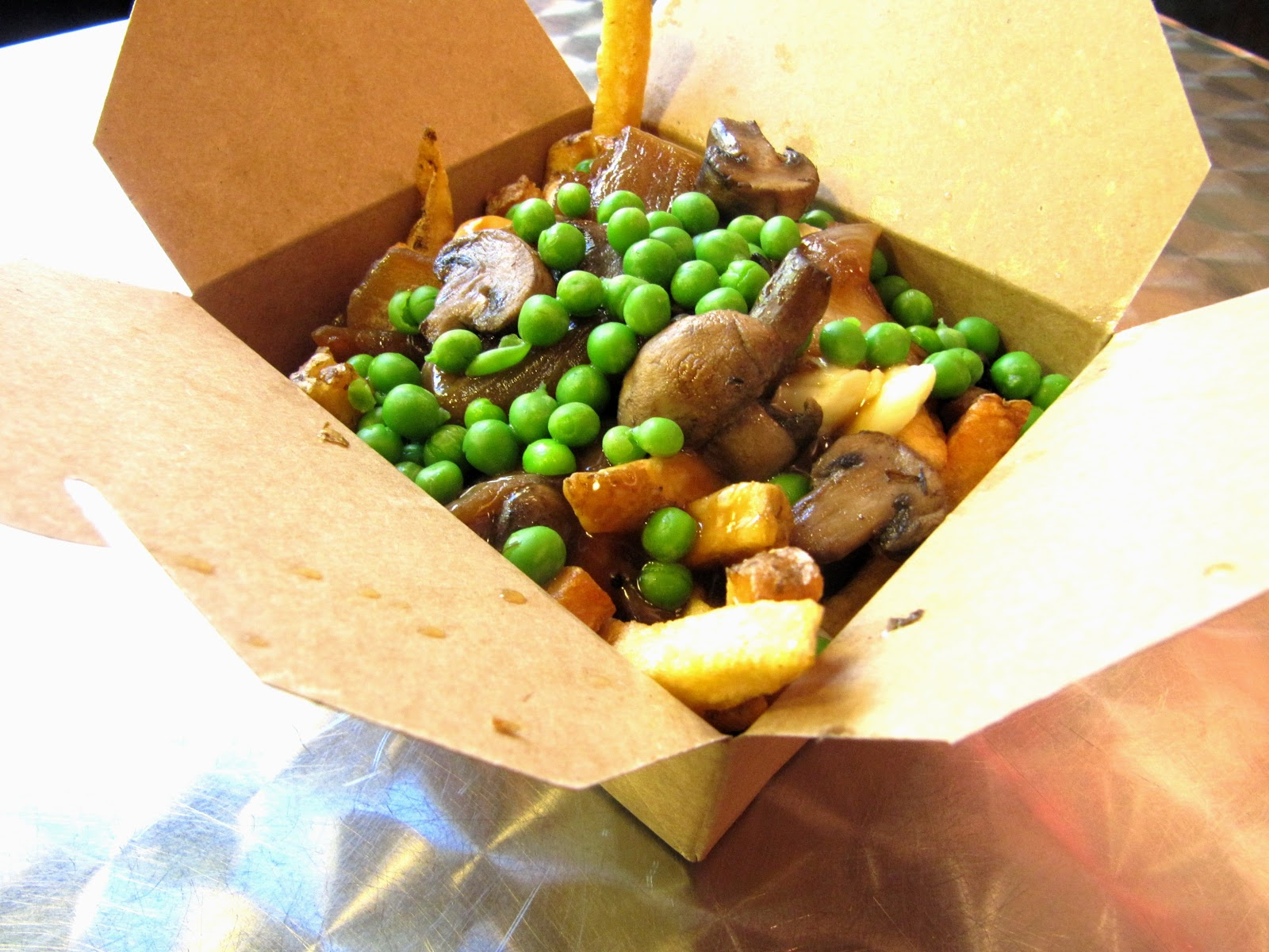 VIMWAC: Eating Vegetarian at Smoke's Poutinerie