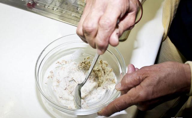 Cách loại bỏ mụn đầu đen bằng bột yến mạch