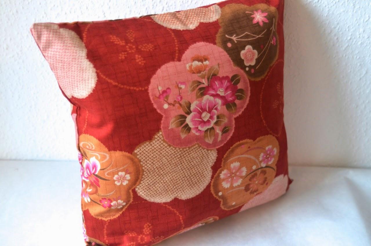 Kissenhülle Kurashi aus japanischen Stoffen von Noriko handmade, Japan, Design, handgemacht, handgefertigt, japanische Wohnaccessoires