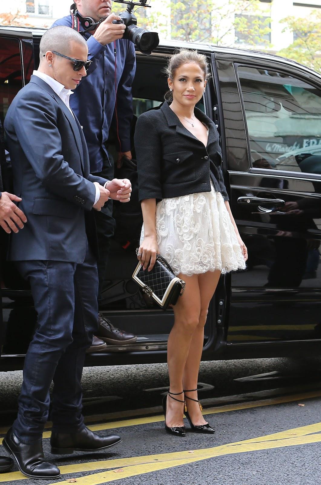 http://4.bp.blogspot.com/-Lw0j8OUDn_4/UGrsMZ7WDYI/AAAAAAAAP5Q/9nXyCC7UnDA/s1600/Jennifer+Lopez++October+2012+%27Chanel%27+Fashion+Show+-+01.jpg