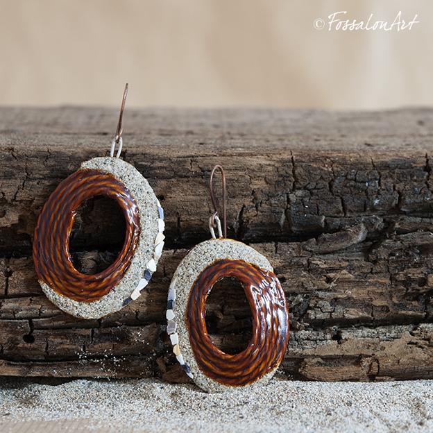 Orecchini ovali, in corda, sabbia e frammenti di conchiglie