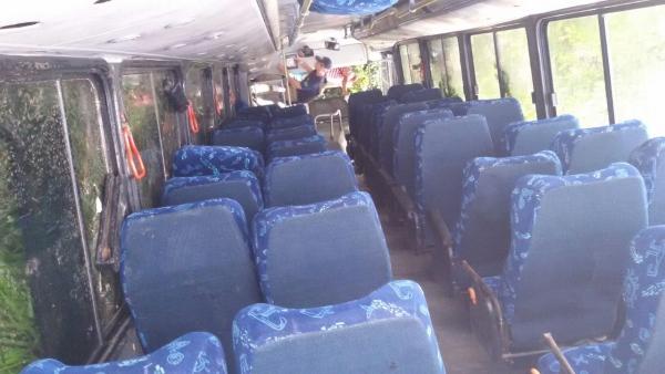 Ônibus com 30 trabalhadores tomba na BR-222 em Caucaia