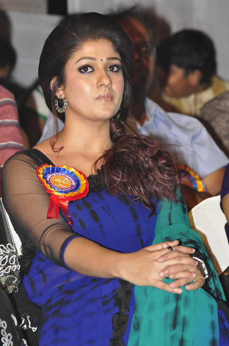 Displaying 14> Images For - Nayantara In Saree...
