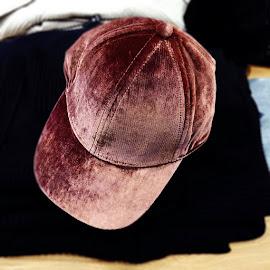 Aritzia Wilfred Free Koella Foulard velvet cap.