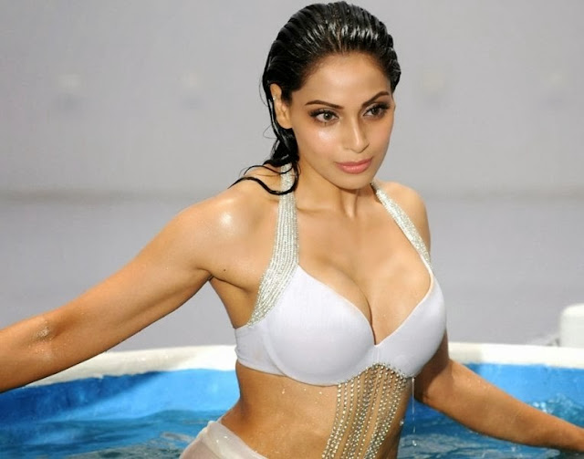 Bollywood Actress Bipasha Basu Latest Hot Photos, Bipasha Basu Spicy Pics