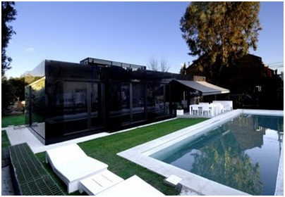 SWIMMING POOL MINIMALIST MODULAR HOUSE BLACK AND WHITE