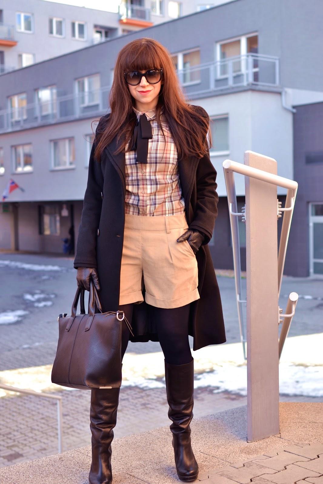 SILA OKAMIHU_Katharine-fashion is beautiful_Károvaná košeľa_Béžové šortky_Mašľa_Katarína Jakubčová_Fashion blogger