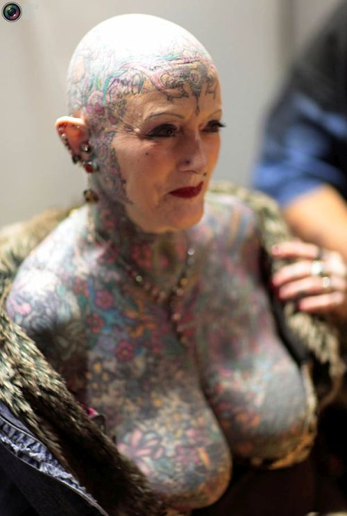 2. Neither this hardcore woman nor her fully-tattooed body are young anymore
