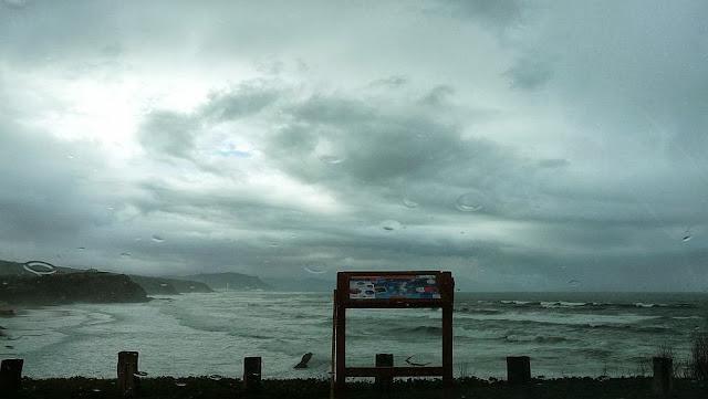 playa de sopelana en pleamar