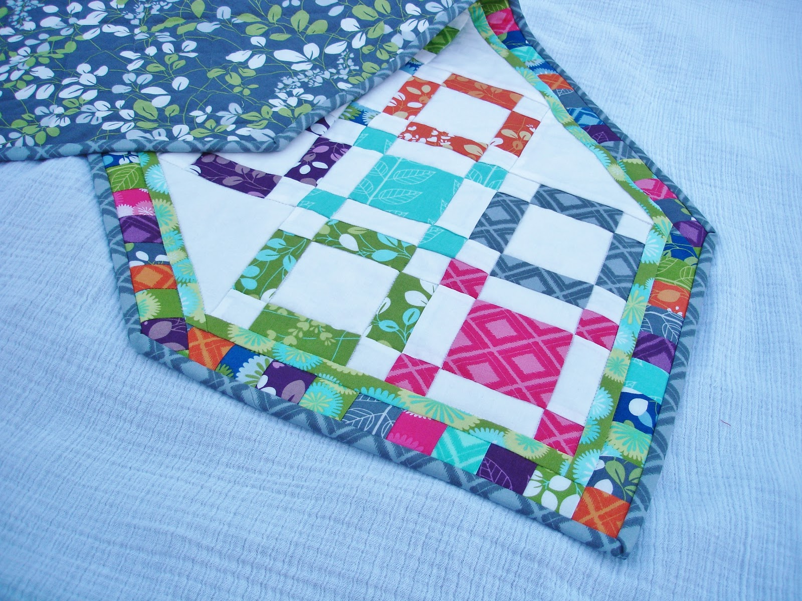 120 Minute Gift Hugs And Kisses Quilted Table Runner