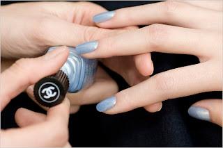 light colour nail