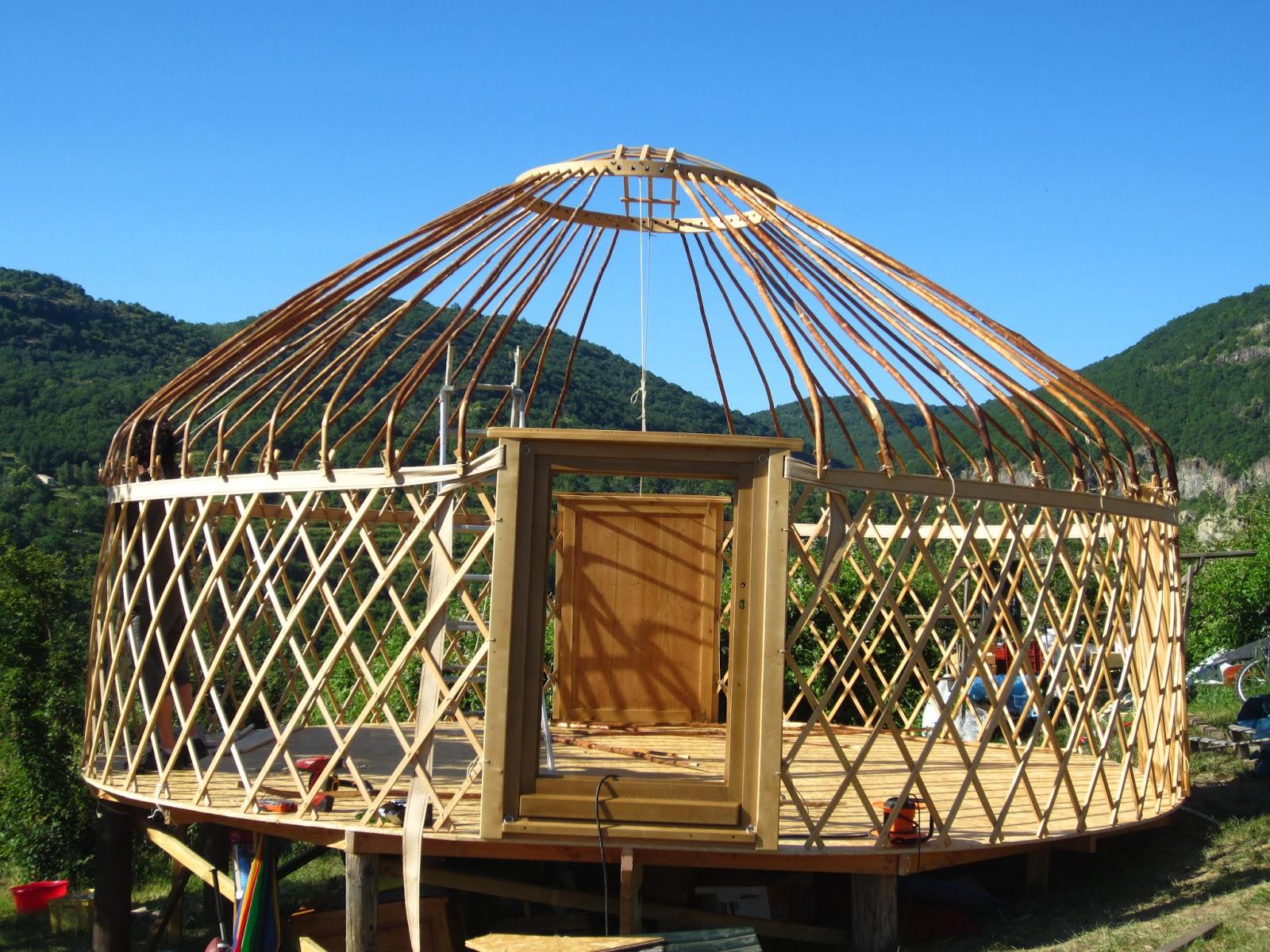 l 39 atelier des coureurs des bois tente en bois darbres nom du village. Black Bedroom Furniture Sets. Home Design Ideas