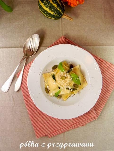 Ravioli dyniowe z maslem szalwiowym