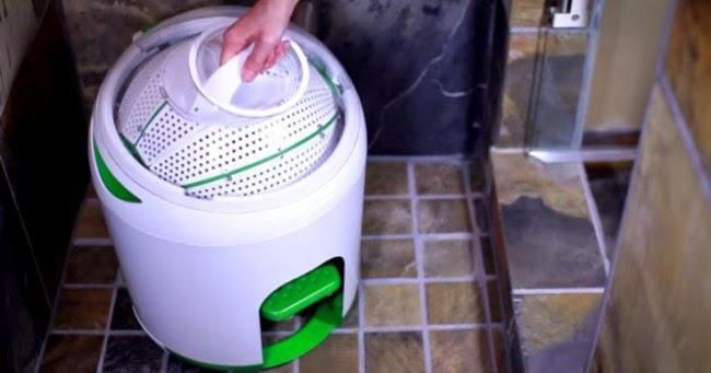 Канадська компанія винайшла мініатюрну портативну машину для прання білизни.