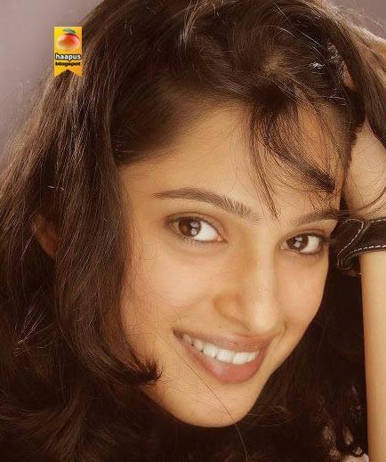 Priya Bapat Marathi Actress Photos,Biography,Wallpapers - Holiday and ...