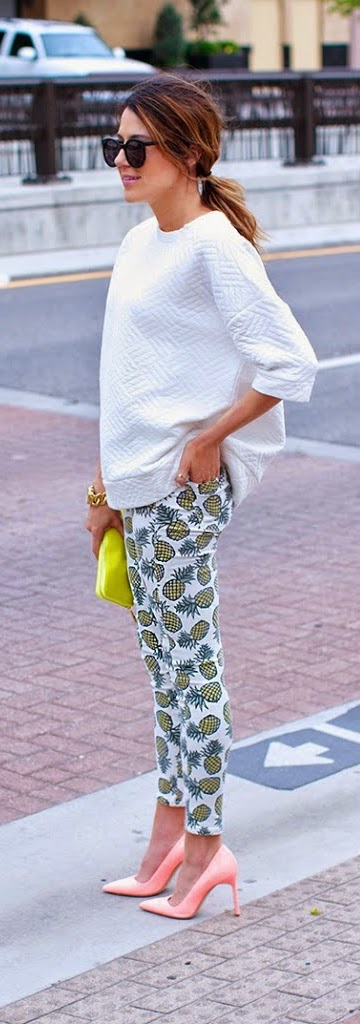 Pineapple Print Pant with White Top and Coral Pink Pumps | Spring Outfits