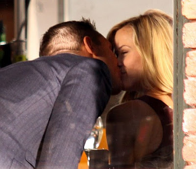Reese Witherspoon Kissing Pictures
