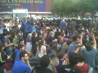 Ataque policial a la acampada de Plaça Catalunya, 27-05-15