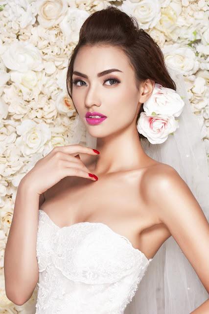 Hồng Quế sinh năm 1994, cô có chiều cao 1m79 và các chỉ số hình thể lý tưởng. Người đẹp bước vào nghề mẫu và nổi danh từ rất sớm.