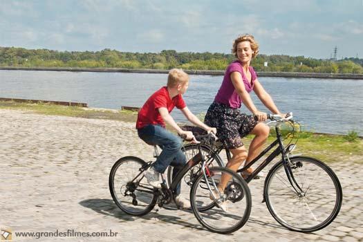 Cécile De France em O Garoto da Bicicleta