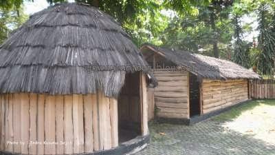 http://www.ejawantahtour.com/2014/05/eksotisme-rumah-adat-papua.html