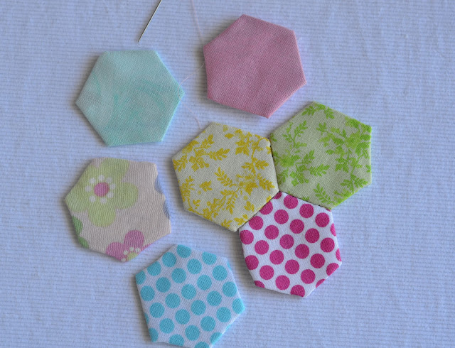 A free tutorial on how to make a hexagon flower